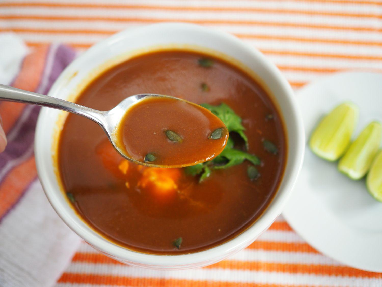 20141016-mexican-butternut-squash-soup-daniel-gritzer6.jpg