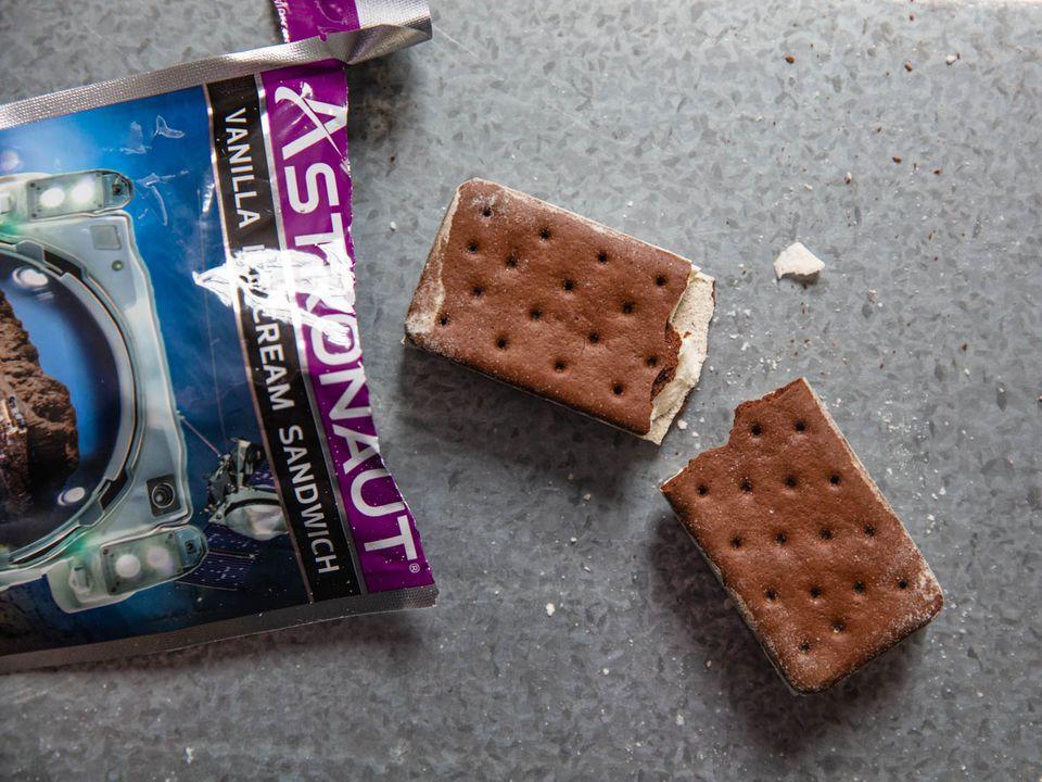 20200813-astronaut-ice-cream-vicky-wasik-2