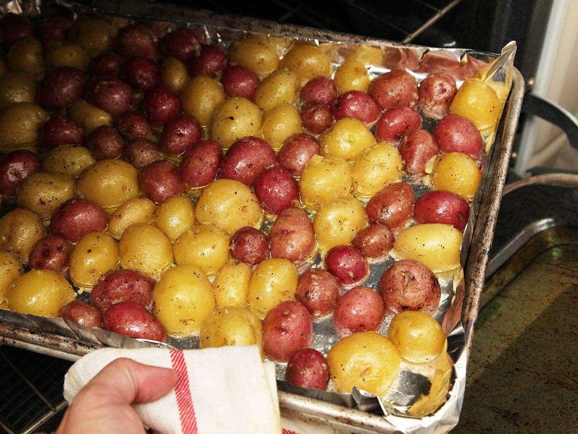 20131026-new-potatoes-roasted-crispy-thanksgiving-09.jpg