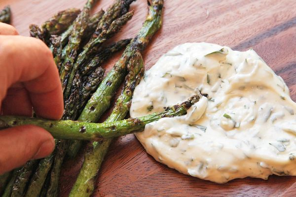 grilled asparagus with aioli