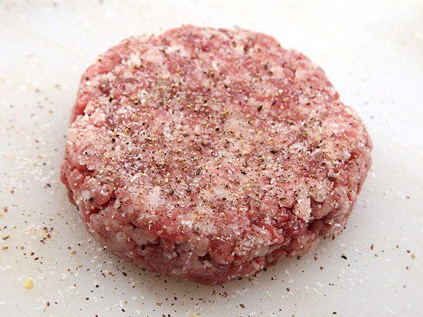 seasoning burger patty