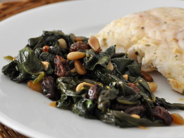 20120229-seriousentertaining-dinnerfortwo-spinachwithpinenutsandraisins.JPG