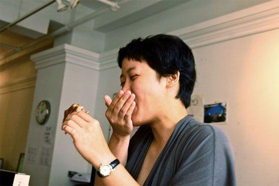 Robyn eating burger melt