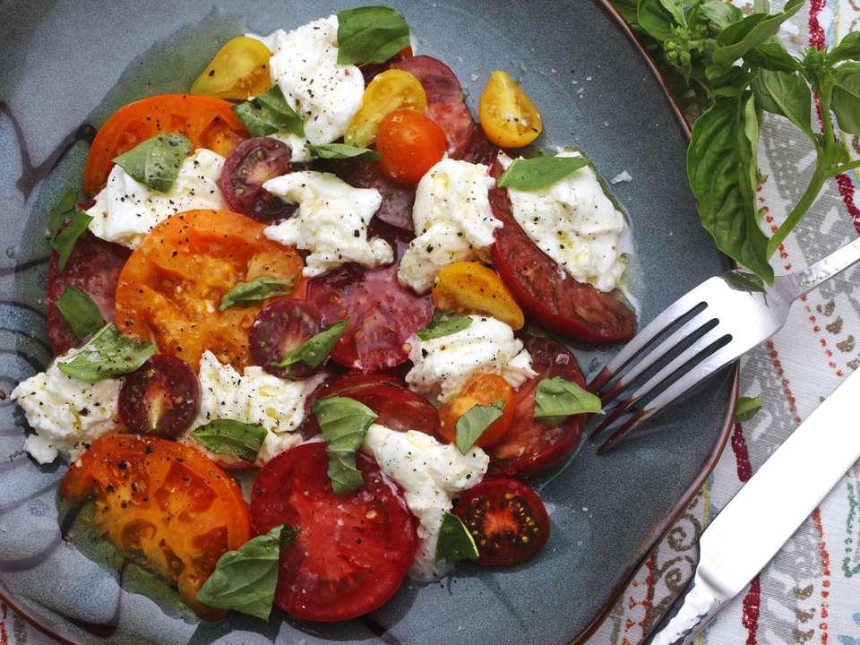 20150815-caprese-salad-recipe-1.jpg