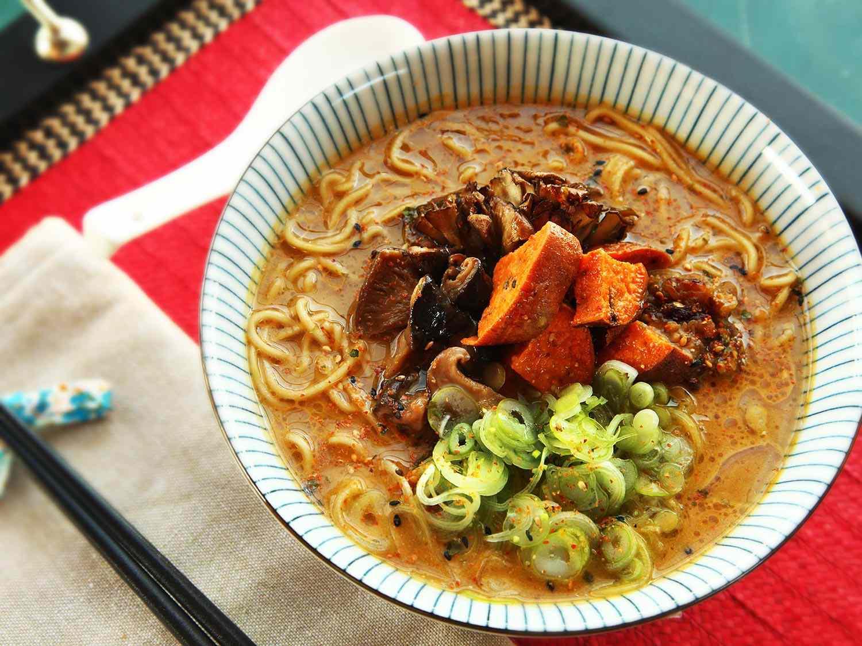 20151228-vegetarian-soup-recipes-roundup-17.jpg