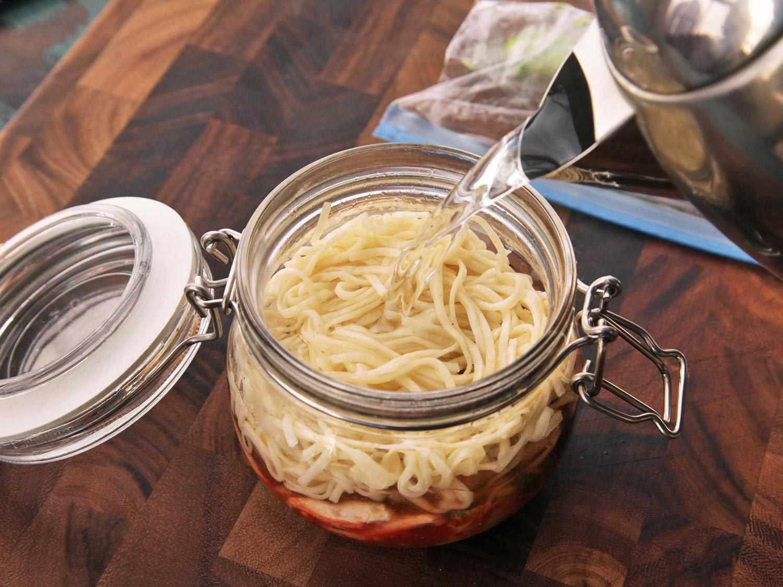 20140929-instant-noodles-diy-recipe-kimchi-beef-12.jpg