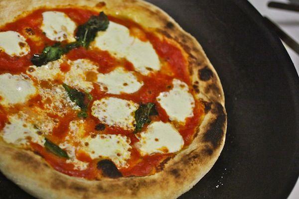 20100909-pizzology-neapolitan-pizza-primary.jpg
