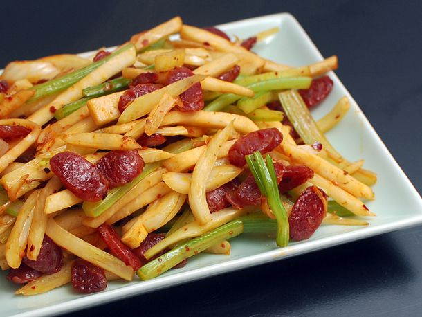 20131108-spicy-stir-fried-fennel-celery-and-celery-root-with-chinese-sausage-01.jpg