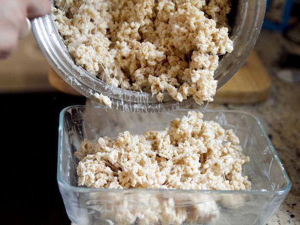 20110823-rice-krispies-treats-cereal-treats-meta-food-primary.jpeg