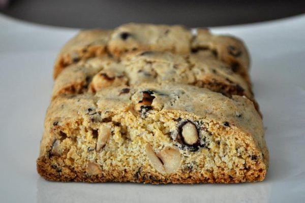 20120123-cookiemonster-blackpepperhazelnutbiscotti.JPG