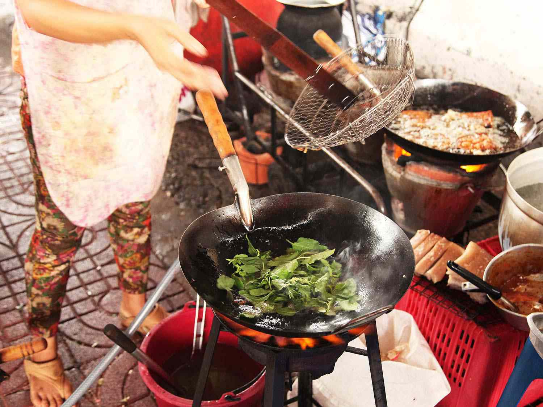 20140714-egg-pork-fried-basil-stir-fry-bangkok-06.jpg
