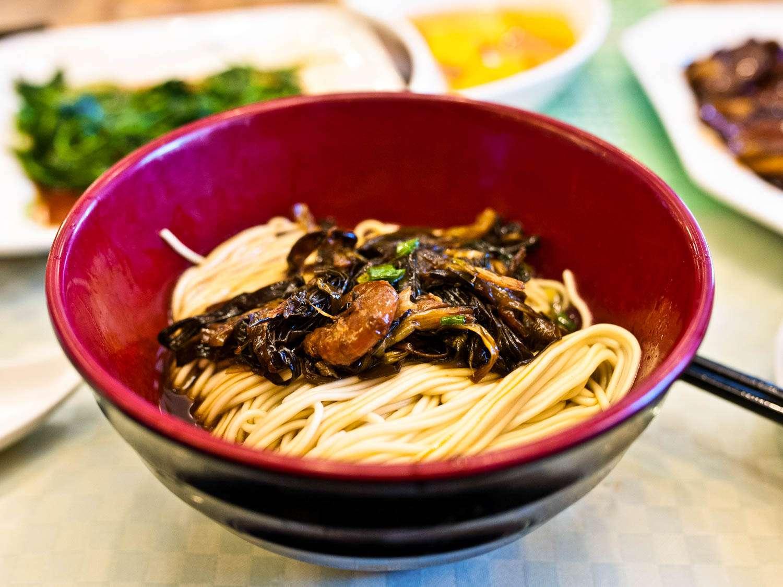 20150523-shanghai-streetfood-congyoubanmian-fionareilly-slide-07.jpg