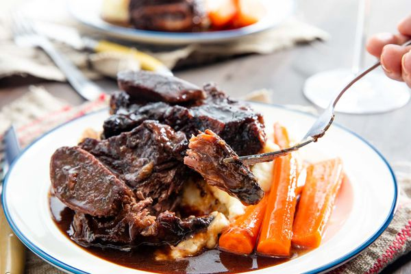 20191104-red-wine-braised-short-ribs-vicky-wasik-22
