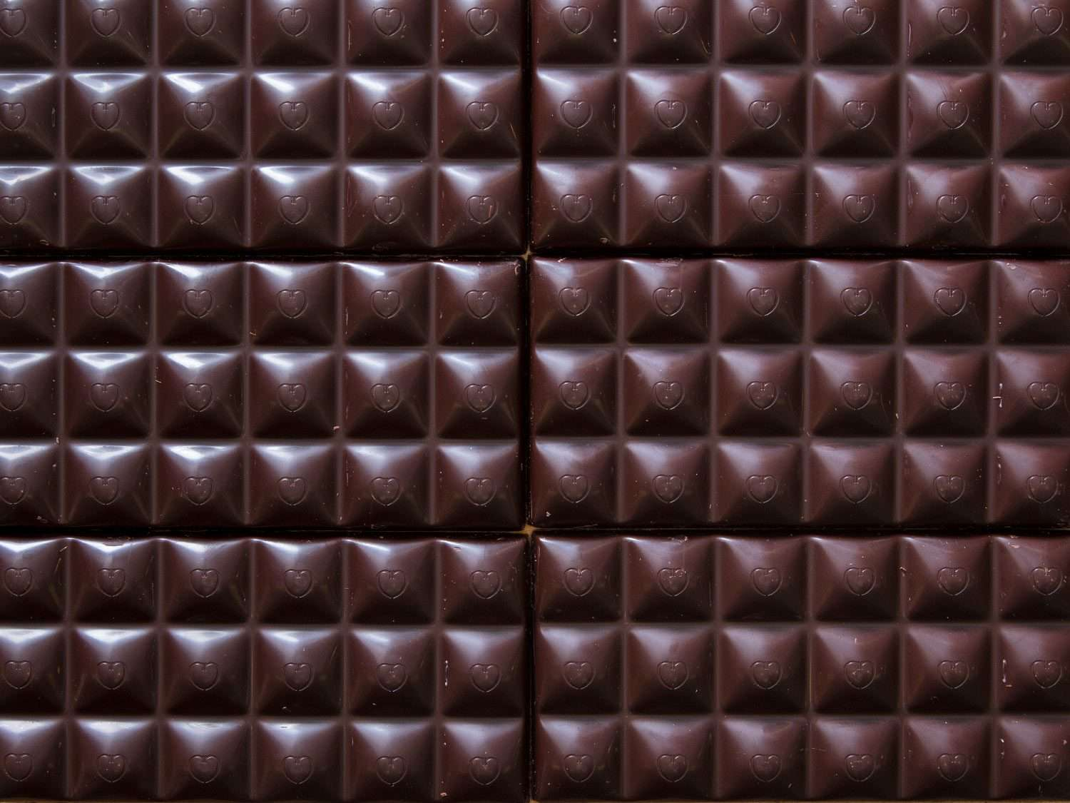 detail of the grid-like pattern of chocolate bars