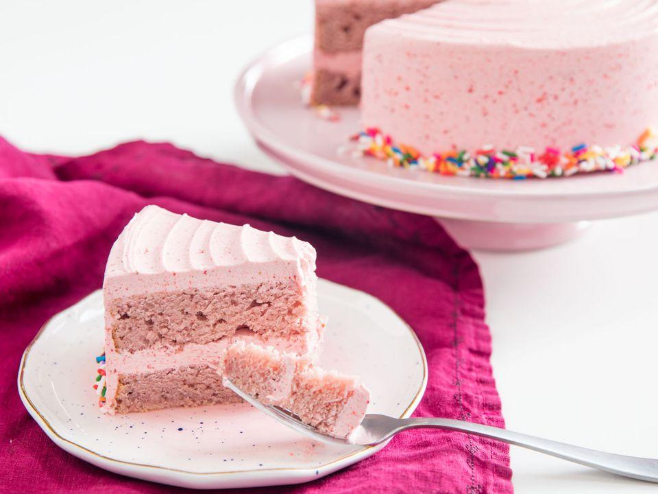 20190226-freeze-dried-fruit-buttercream-strawberry-vicky-wasik-10