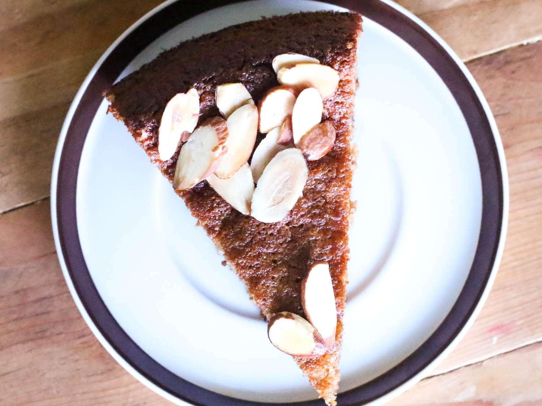 20140907-almond-cake-slice-jennifer-latham.jpg