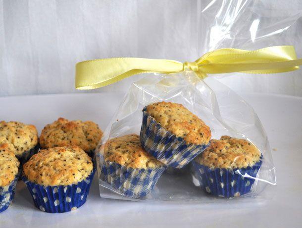 20110515-entertaining-ediblepartyfavors-minimuffins-primary.jpg