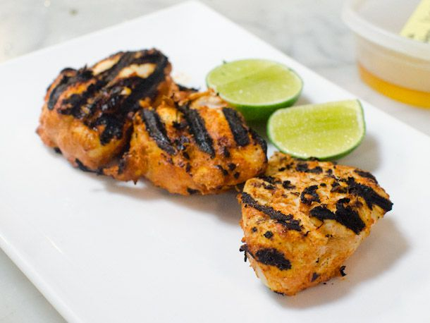 Chicken tikka with lime wedges