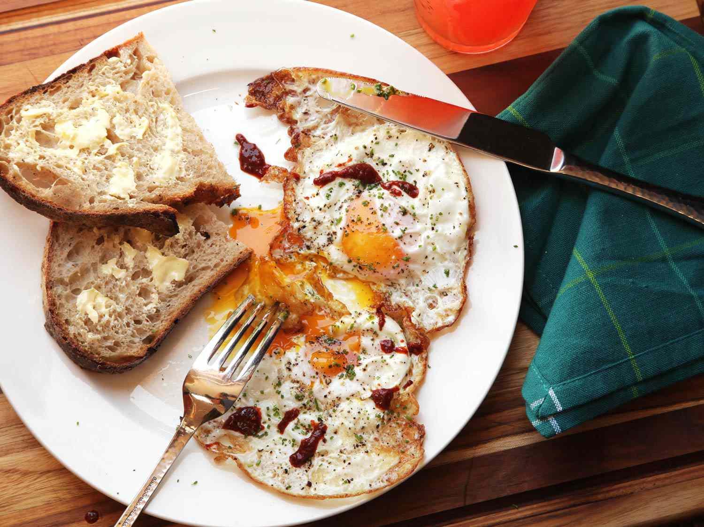 20160605-crispy-fried-egg-7-thumb-1500xauto-432348.jpg