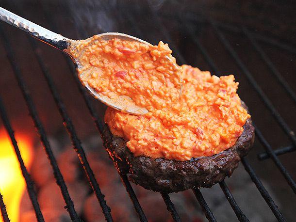 20140421-pimento-cheeseburger-recipe-06.jpg