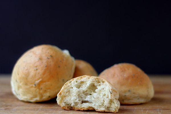 201311-bread-baking-stuffing-buns.jpg