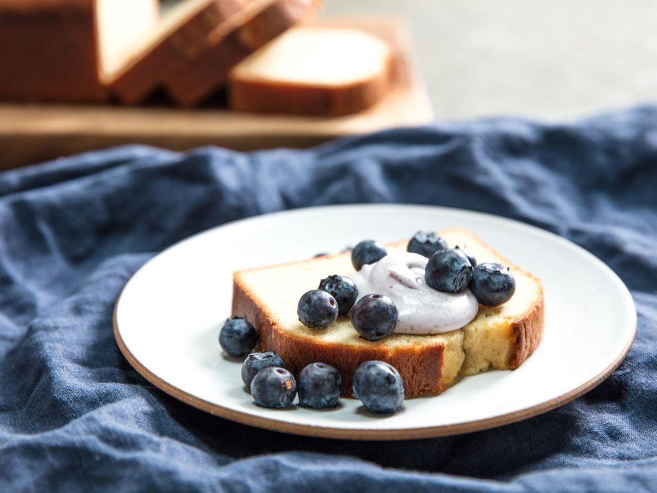 20170523-sour-cream-pound-cake-vicky-wasik-20.jpg