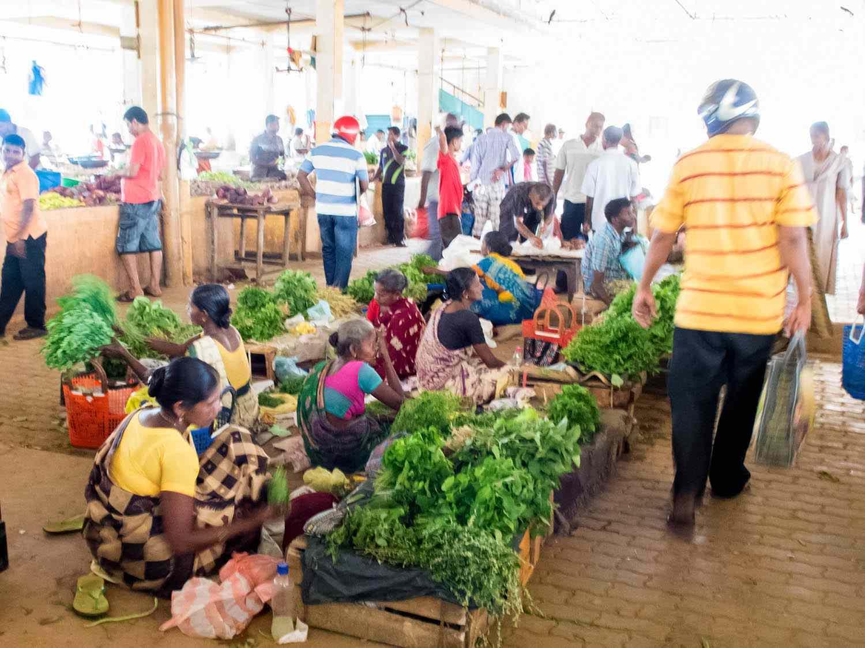 20140802-sri-lankan-food-veg-market-sri-lanka-naomi-tomky.jpg