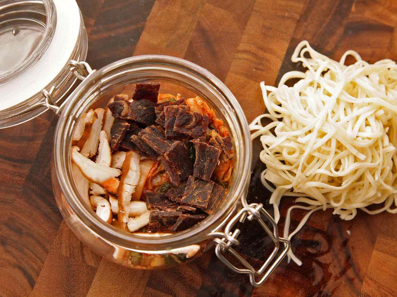 20140929-instant-noodles-diy-recipe-kimchi-beef-06.jpg