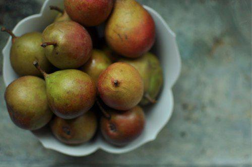 20110925-172209-seckel-pears-in-bowl.jpg