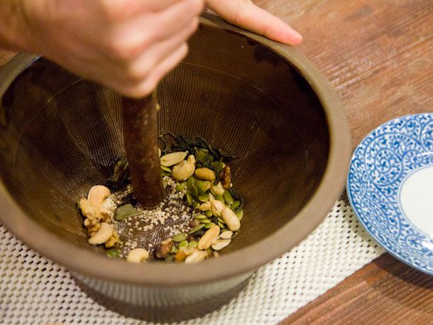Grinding pestle tea