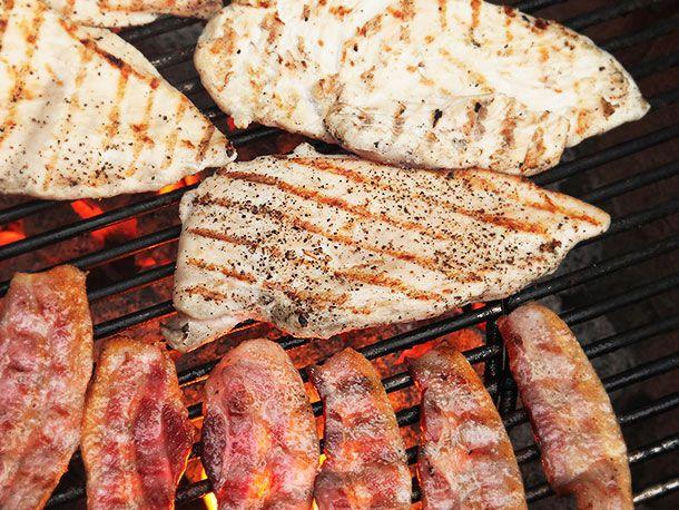 20140421-grilled-chicken-sandwich-colombian-bacon-potato-chip-green-sauce-recipe-04.jpg