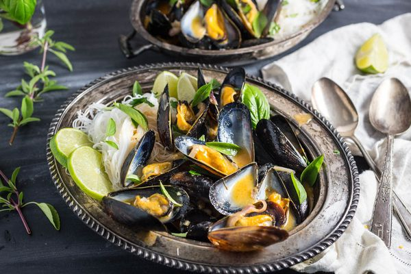 20160723-Mussels-Thai-Red-Curry-Broth-Rice-Noodles-emily-matt-clifton-13.jpg