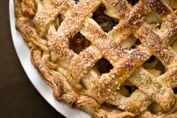 20120301-195206-apple-dried-fruit-pie-610x458-1.jpg