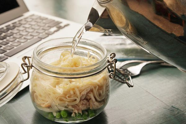 20140929-instant-noodles-diy-recipe-chicken-dill-peas-11.jpg