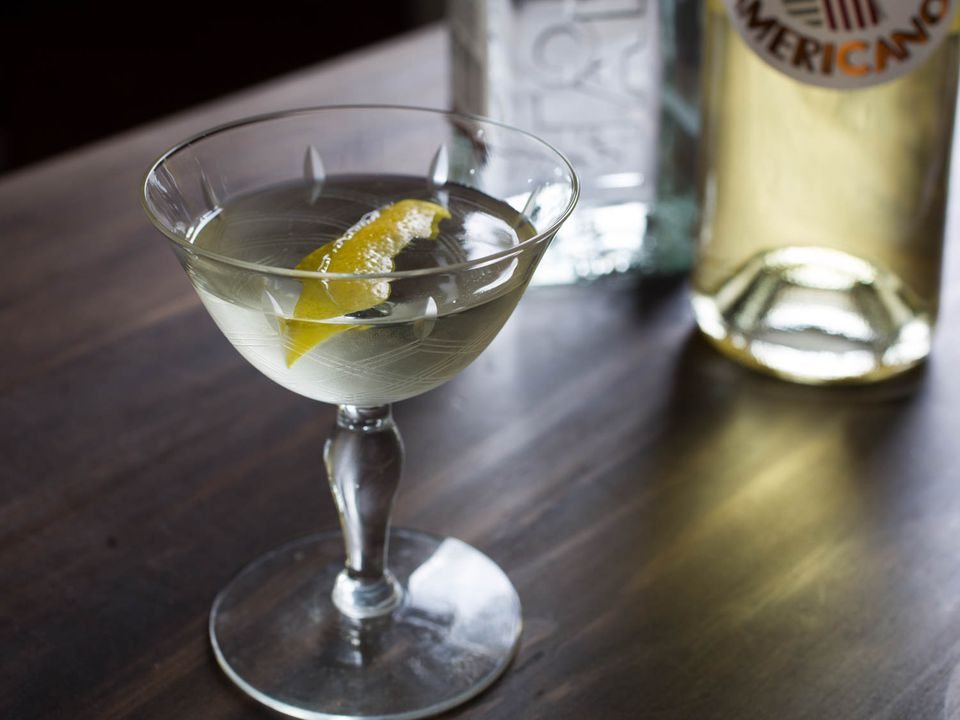20150618-three-ingredient-cocktails-white-negroni-vicky-wasik