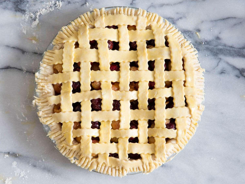 20160608-decorative-pie-crust-vicky-wasik.jpg