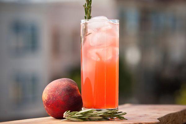 20120810-peach_cocktails-11.jpg