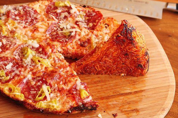 20130909-ramen-hacks-pizza-00-610px.jpg