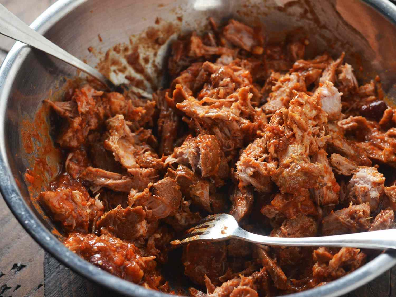 20151020-pulled-pork-chili-shredding-morgan-eisenberg.jpg