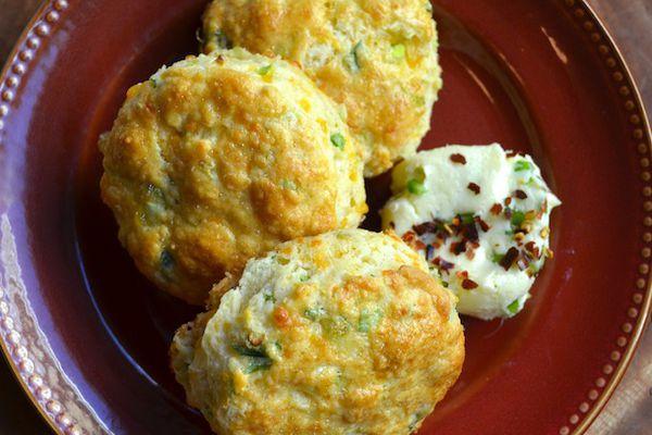 225129-20121014-sunday-brunch-cheddar-scallion-scones.JPG
