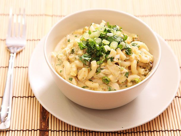 20121016-macaroni-and-cheese-variations-green-chile-chicken.jpg