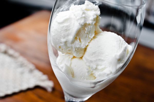20110916-170522-white-wine-frozen-yogurt.jpg