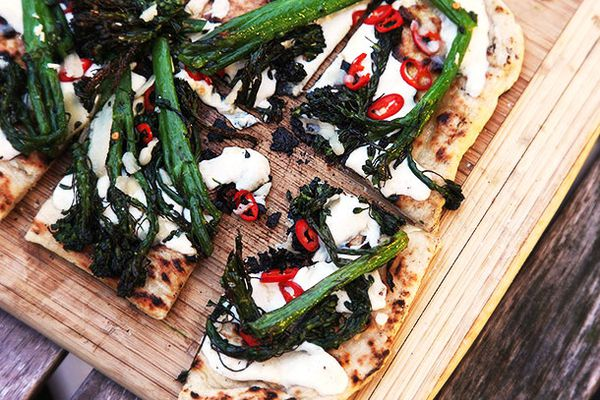 20140601-grilled-pizza-toppings-food-lab-1.jpg