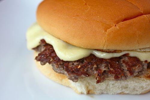 20110706-steamed-cheese-burger-12.jpg