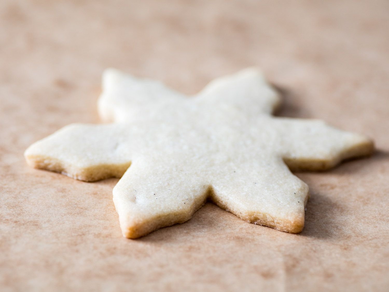 20161207-holiday-cookie-decorating-icing-sugar-cookies-vicky-wasik-1-3.jpg