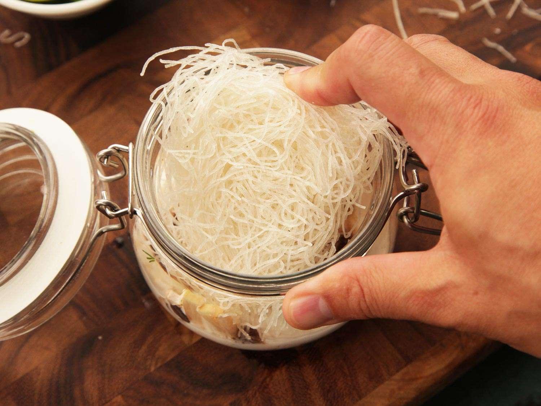 20140929-instant-noodles-diy-recipe-coconut-thai-shrimp-07.jpg