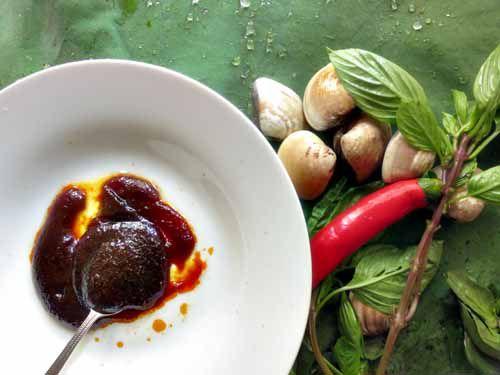 20120302-195511-stir-fried-clams-nam-prik-prao.jpg