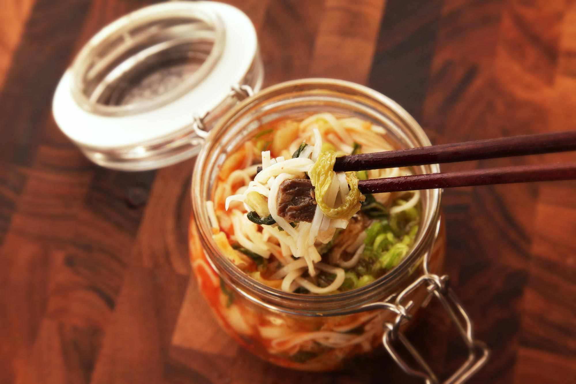 20140929-instant-noodles-diy-recipe-kimchi-beef-17.jpg