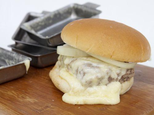 20110706-steamed-cheese-burger-13.jpg