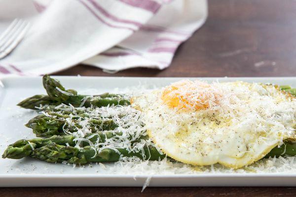 20180405-asparagus-alla-milanese-variations-vicky-wasik-1